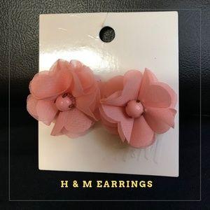 NWT Beautiful H&M Pink Flower Earrings!